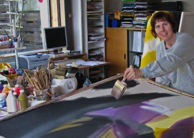 Hilde Chistè bei der Entstehung eines neuen Kunstwerks in Ihrem Atelier in Absam, Tirol, Aufnahme: © Josef Chistè