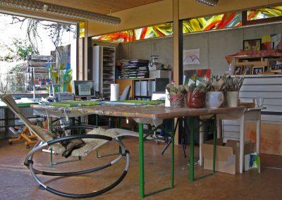 Innenraum des Atelier Hilde Chistè, die Katze Isi sorgt für Muse bei der Arbeit, Aufnahme: © Hilde Chistè