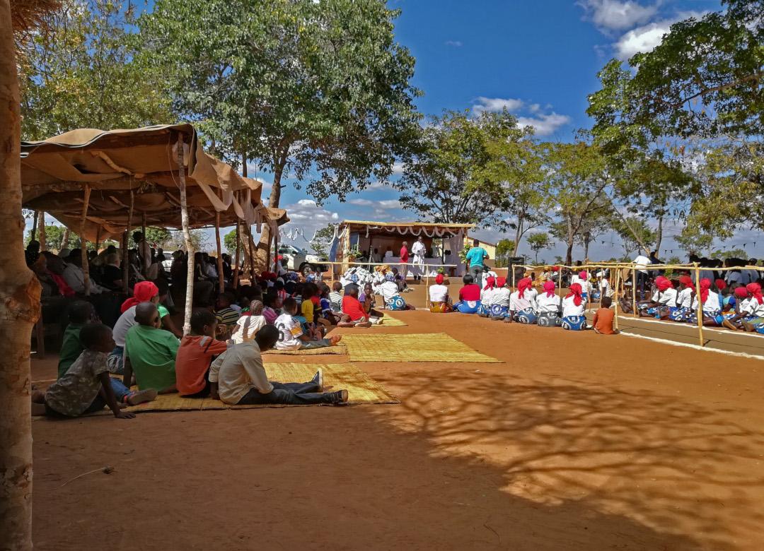 Beginn des großes Einweihungsfest der neuen Kirche in Chiponde, Aufnahme: © Hilde Chistè