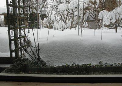 Blick aus dem Atelier Hilde Chistè in den verschneiten Garten, Aufnahme: © Hilde Chistè