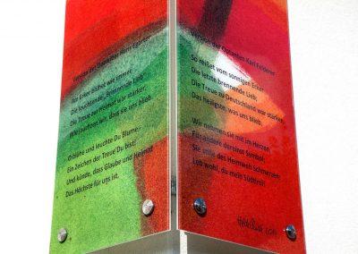 Text der Eckverglasung Südtirolersiedlung in Absam gesamt © Gestaltung Hilde Chistè © Aufnahme Dorfstterer