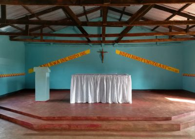 Neue Kirche in Chiponde - Bibelzitat in der Lokalsprache Tumbuka © Hilde Chistè