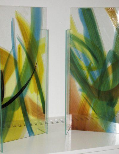 Kleine Glasstelen - Glasmalerei mit keramischen Schmelzfarben eingebrannt © Hilde Chistè